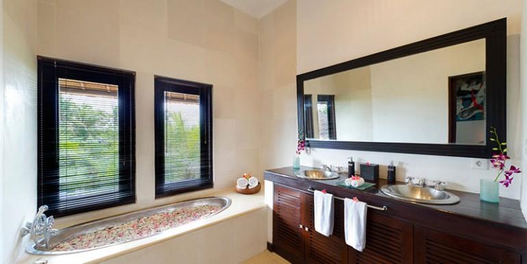 Estate-bathroom