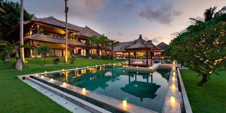 Estate---Corner-of-pool-view