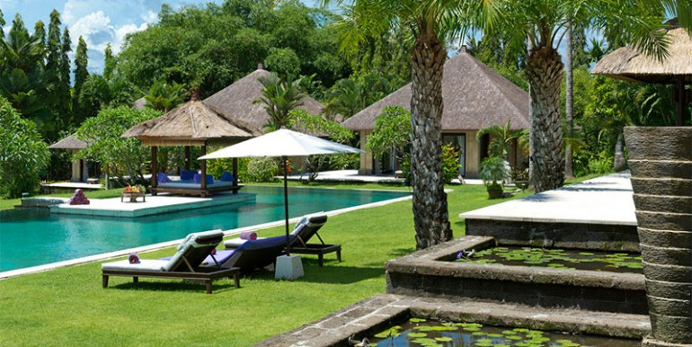 Estate---Lily-ponds,-garden-and-pool