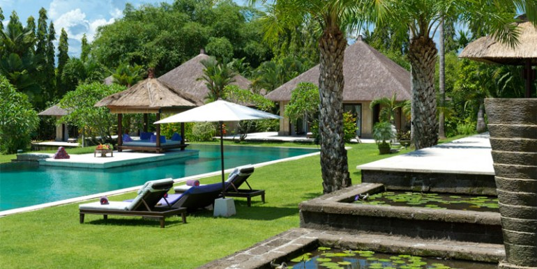 Chalina-Estate-Lily-ponds-garden-and-pool