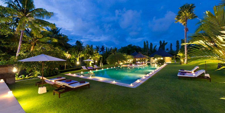 Chalina-Estate---Night-over-pool-and-garden
