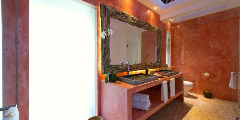 Chalina-Estate---Paprika-bathroom
