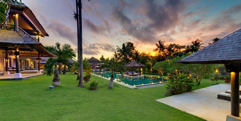 Chalina-Estate---Pool-and-garden-at-dusk