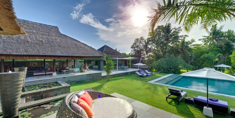 Chalina-Estate---Pool-and-sitting-room
