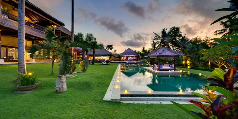 Chalina-Estate---Pool,-garden-candlelit-at-dusk