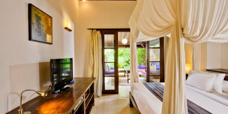 Villa-08-06-Master-Bed