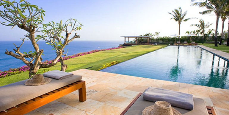 Pool-and-lawn-5