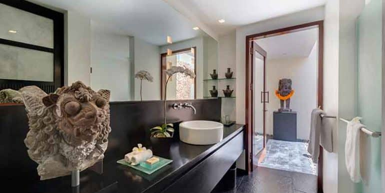Villa-Ensuite-bathroom-one