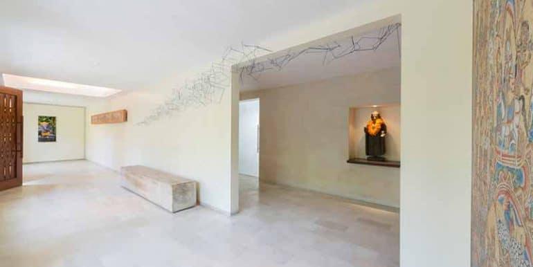 Villa-Hallway