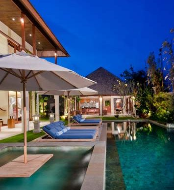 Villa-Jacuzzi-at-night