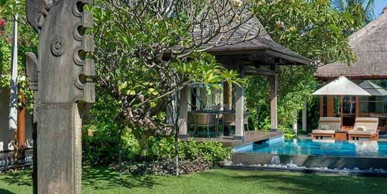 Villa-Lawn-art