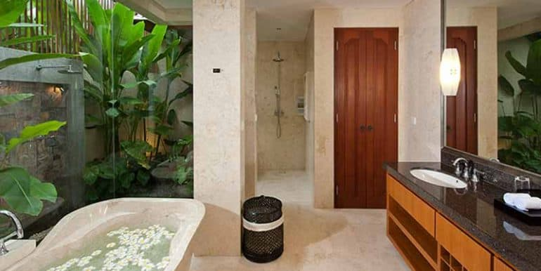 Villa-Master-bathroom