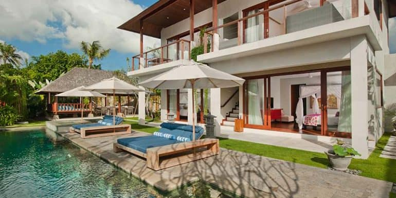 Villa-Pool-and-sunloungers