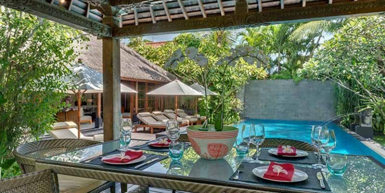 Villa-Poolside-dining