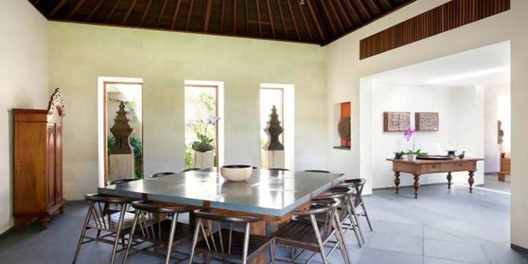 Villa-Satria-Indoor-dining