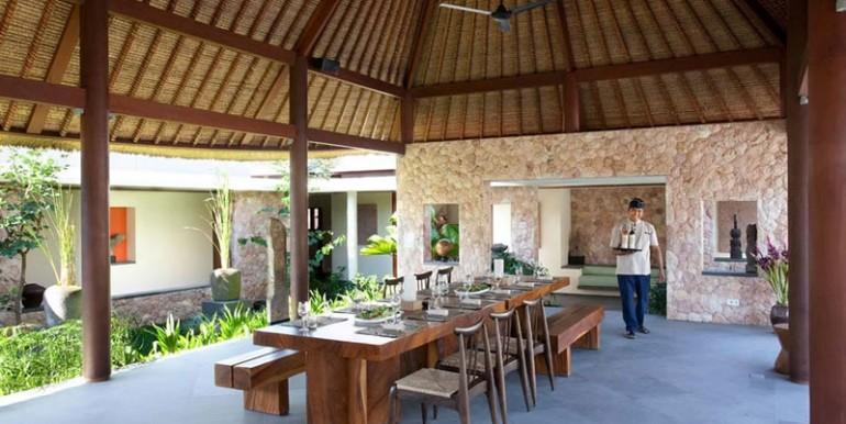 Villa-Satria-Outdoor-dining
