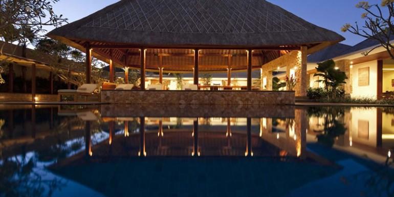 Villa-Satria-Pool-at-night