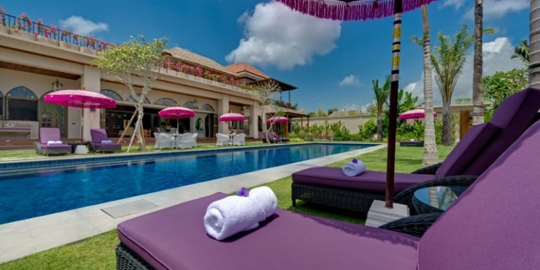 Villa-Sayang-dAmour-poolside-loungers