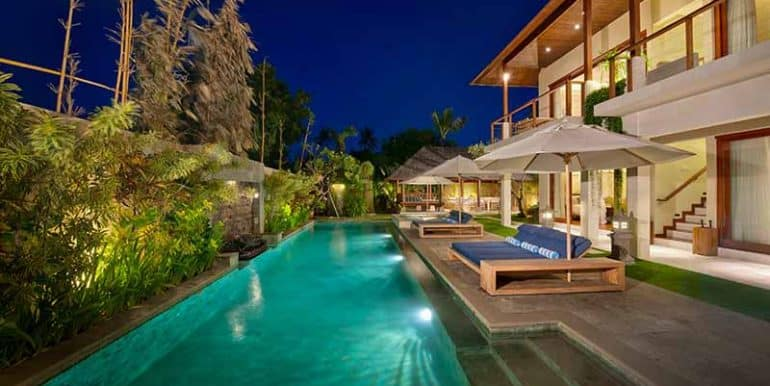 Villa-Swimming-pool-at-nigh