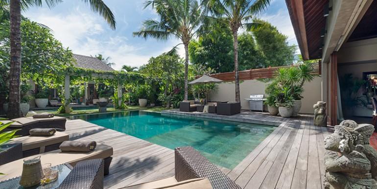 Villa-i-pool