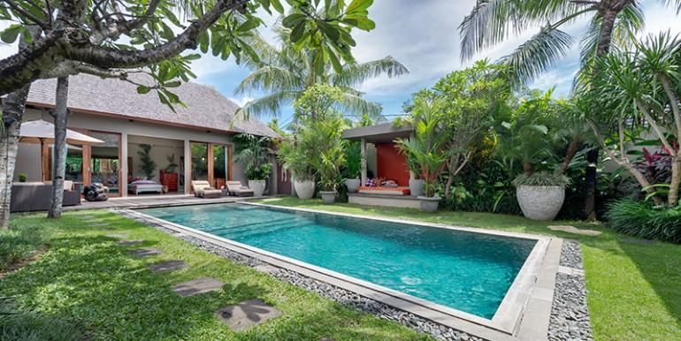 Villa-iii-poolside
