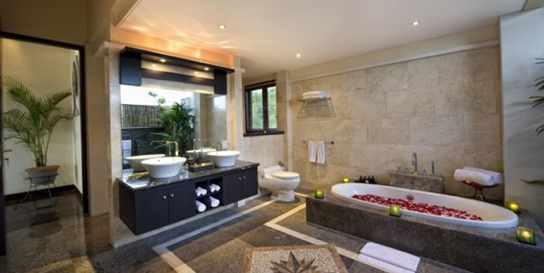 second-master-bathroom