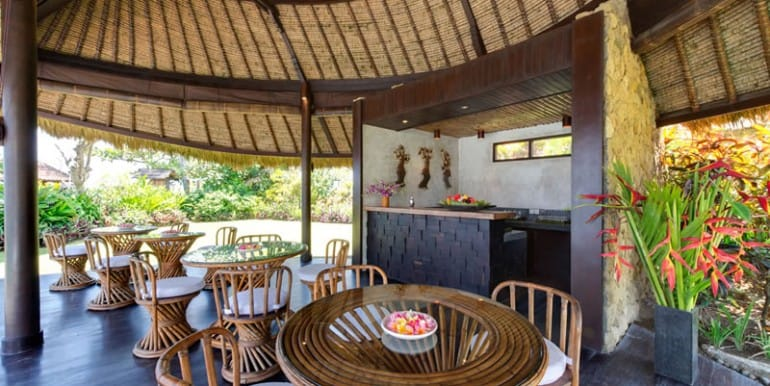 TAM-poolside-cabana-dining-area