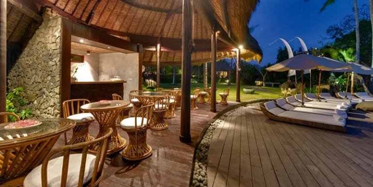 TAM-poolside-dining-area