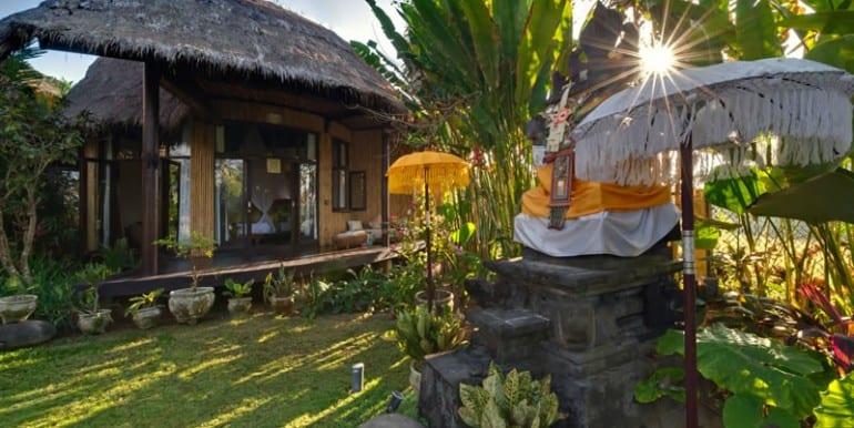 TAM-temple-in-garden