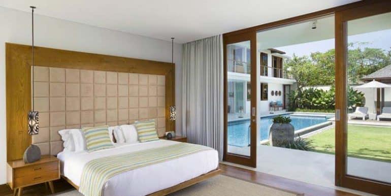 villa-downstairs-bedroom-on