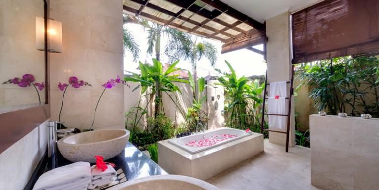 villa-i-ground-floor-bathroom-main-house