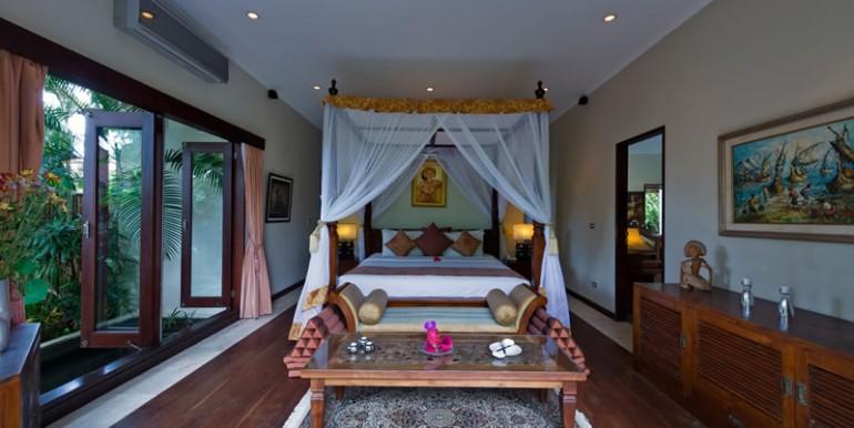 villa-i-ground-floor-bedroom-main-house