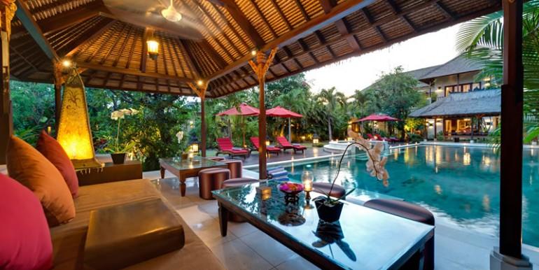 villa-i-lounge-pavilion-at-sunset