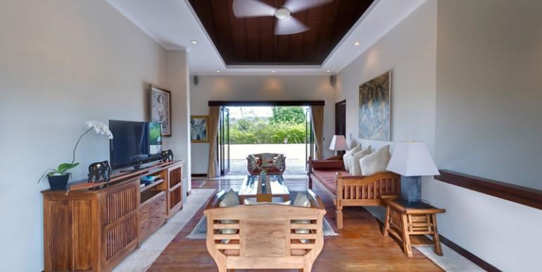 villa-i-upstairs-living-area