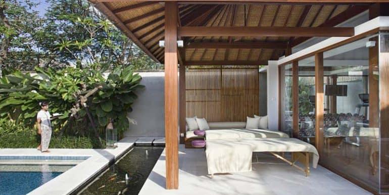 villa-outdoor-spa-room