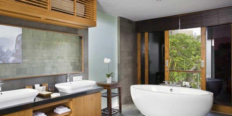 villa-upstairs-bathroom