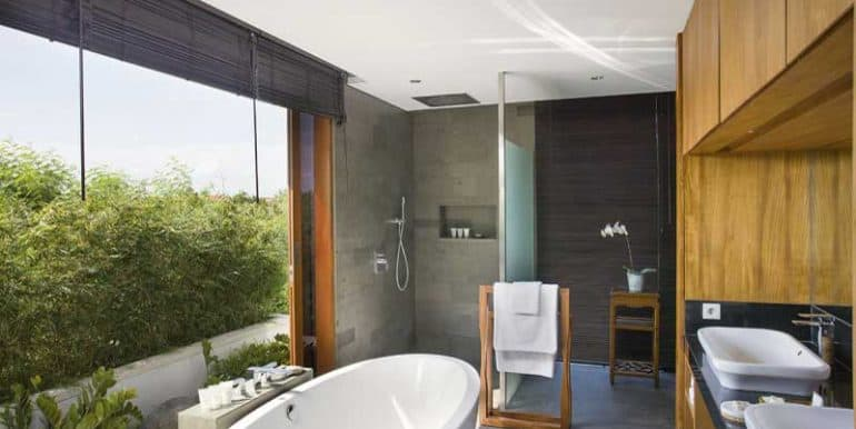 villa-upstairs-bathroom-two