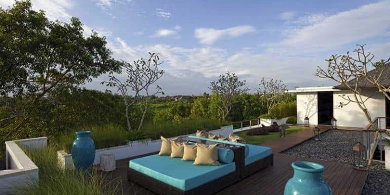 villa-upstairs-living-deck