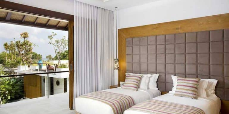 villa-upstairs-twin-room